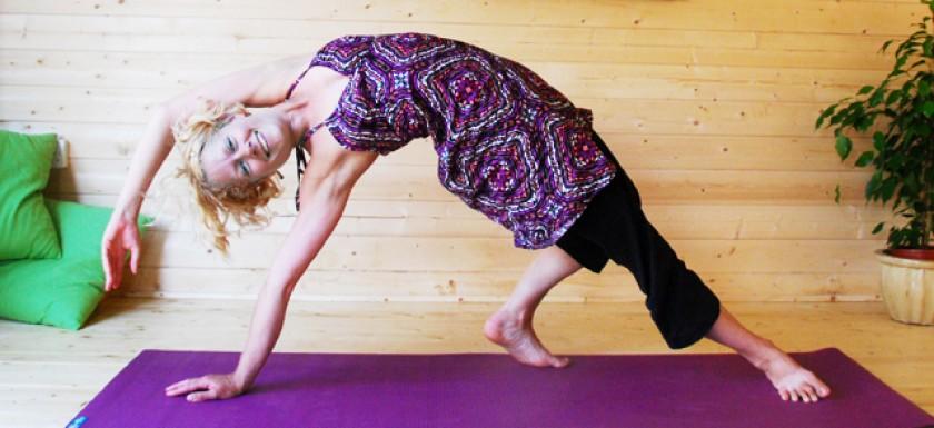 Hove Yoga Studio Hannah Waldman mother and baby pregnancy yoga baby massage brighton and hove yoga studio