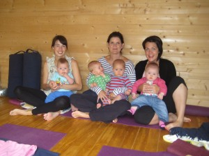 mother and baby yoga student of Hannah Waldman Hove